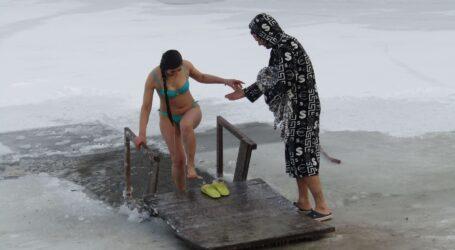 Локдаун та мороз не завадили мешканцям Кам'янського святкувати Водохрещу