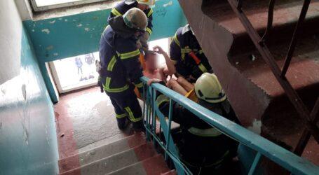 Як рятувальники Кам'янського допомогали постраждалому від вибуху чоловіку в квартирі на Матросова (фото, відео)