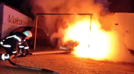 У Кам'янському на автостоянці сгоріла автівка