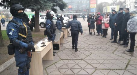 Як мешканці Кам'янського матеріально допомагають правоохоронним органам