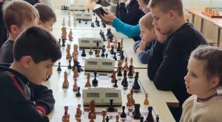 """""""Хід конем"""": у Кам'янському змагалися юні шахісти"""