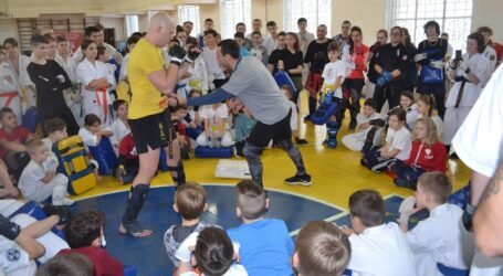 Каратисти Дніпропетровщини тренувались в Кам'янському з чемпіоном світу з Вірменії