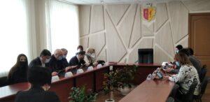 Проблему звалищ сміття біля офісів обговорювали члени міськвиконкому в Кам'янському - ФОТО