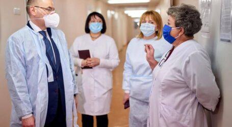 У МОЗ пообіцяли підвищити зарплати медикам