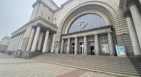 Двоє молодиків пограбували чоловіка на вокзалі у Дніпрі