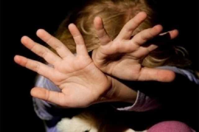 На Дніпропетровщині чоловік побив хлопчика на дитячому майданчику