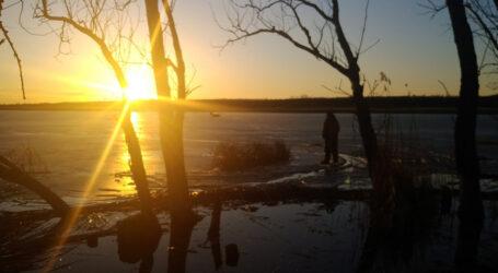 На Дніпропетровщині під кригу провалилися два рибалки, один потонув
