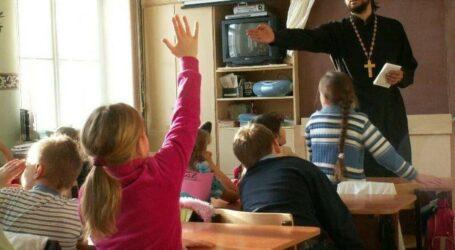З наступного року школярів в Україні вчитимуть християнській етиці та моралі