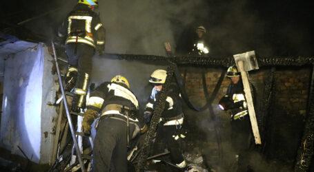 17 вогнеборців гасили пожежу на території приватного будинку у Дніпрі