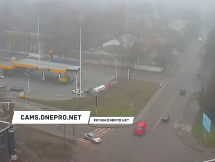 У Кам'янському автомобіль на великій швидкості збив жінку (відео)