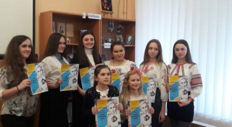 У Кам'янському визначились переможці поетичного батлу «Ти себе українкою звала»