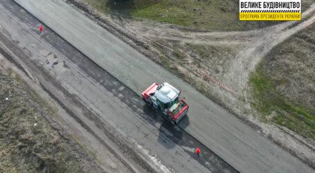 Як ремонтують дорогу Кам'янське-Шульгівка (відео)