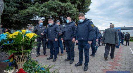 У Кам'янському відбулась церемонія покладання квітів до пам`ятника «Чорнобиль – вічний біль України»