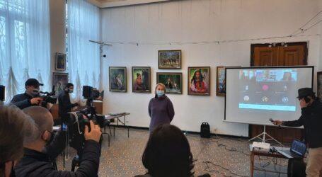 Співробітники музею Кам'янського відвідали виставку ромського художника Тиберія Йонаша