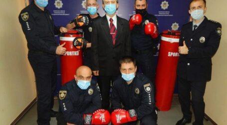 Поліцейські Кам'янського отримали новий спортивний інвентар