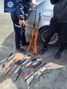 Під Кам'янським зупинили автомобіль з арсеналом зброї - ФОТО
