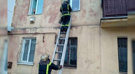 На Дніпропетровщині допомогли пенсіонерам, які не змогли самі відчинити двері медикам