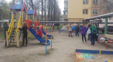 У Дніпрі підлітки понівечили дитячий майданчик
