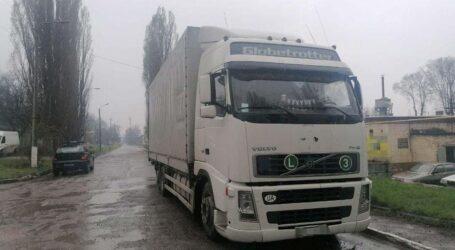 У Дніпрі іноземець поцупив гроші з вантажного автомобіля