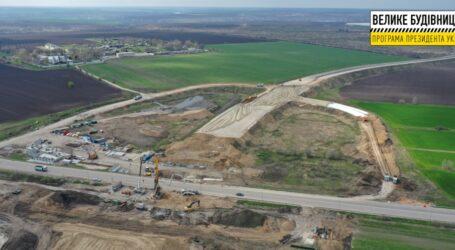 7 кілометрів нової дороги: під Дніпром будують об'їзну