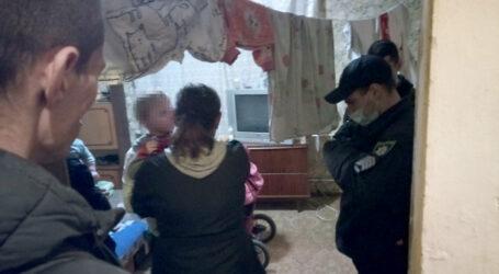 У Кам'янському рятували дітей, які опинилися в закритій квартирі