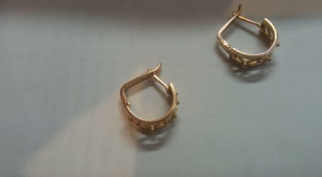 У Кам'янському грабіжник зривав з жінок золоті сережки