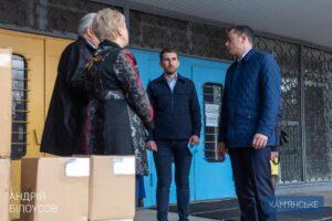 У 7-му лікарню Кам'янського надійшла чергова партія дезінфікуючих та захисних засобів - ФОТО