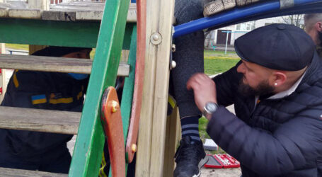 На Дніпропетровщині хлопець застряг у гірці