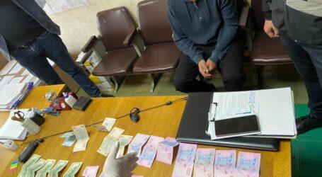 На Дніпропетровщині чоловіку загрожує до восьми років позбавлення волі за хабар поліцейському