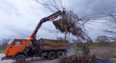 В Каменском ликвидируют стихийные свалки