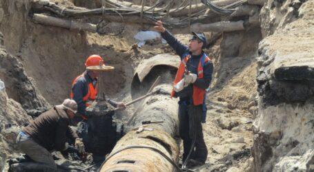 Заміна магістрального водогону відбувається під центром Кам'янського (фоторепортаж)