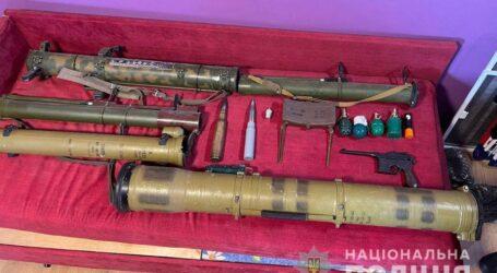На Дніпропетровщині затримали злочинну групу збувачів вогнепальної зброї