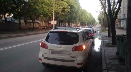 Заштовхали у багажник та вимагали повернути неіснуючий борг: на Дніпропетровщині затримали групу вимагачів