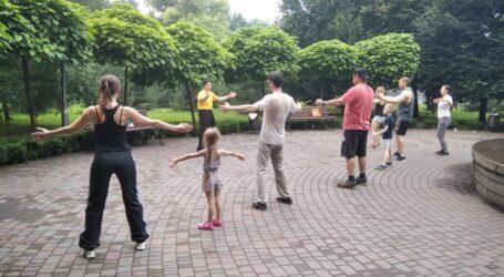 Заняття з цигун почались в центральному парку Кам'янського