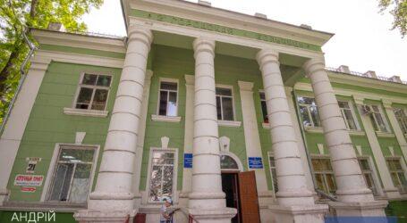 В Каменском капитально ремонтируют больницу на Соцгороде