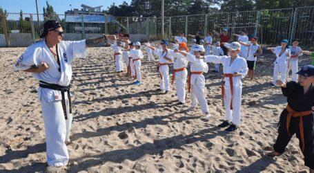 Оздоровчо-тренувальні збори на морі провели каратисти Кам'янського