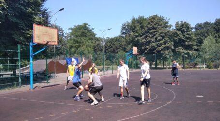 Баскетбольний турнір для всіх бажаючих в парку Кам'янського