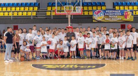 У Кам'янському на базі СК «Прометей» відбулося закриття першої зміни дитячого табору з баскетболу