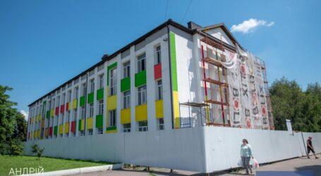 У Кам'янському триває реконструкція колегіуму № 16 та окремої будівлі гімназії №11