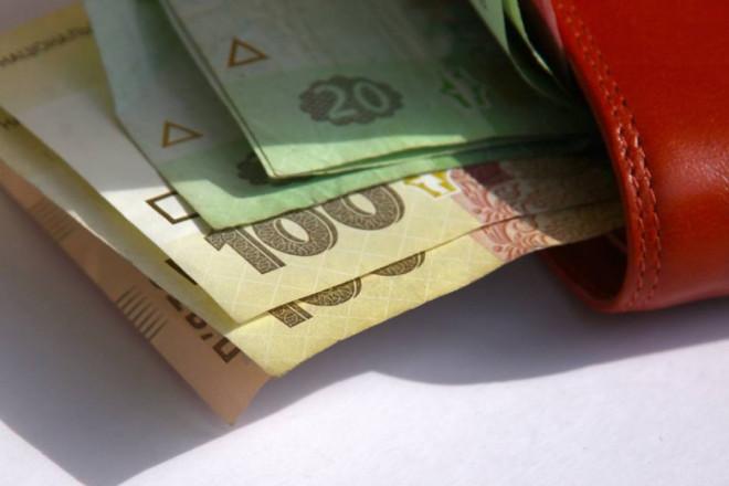 Діти з багатодітних малозабезпечених сімей отримають по 2 тис грн до навчального року