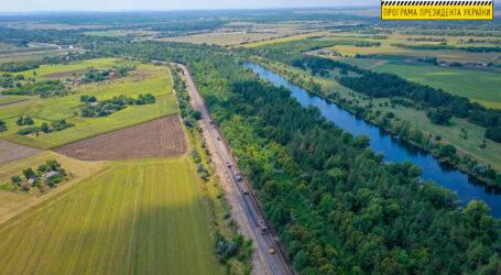 На Дніпропетровщині ремонтують ділянку дороги Кам'янське-Жемчужне