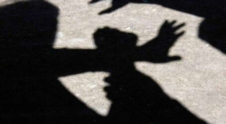 У Кам'янському двоє чоловіків пограбували підлітка та силоміць тримали його в авто