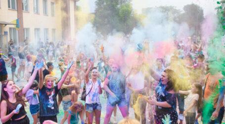 У центральному парку Кам'янського відбувся COLOR-fest
