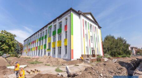 Міський голова Кам'янського разом з кураторами ПРООН перевірили хід реконструкції двох міських шкіл