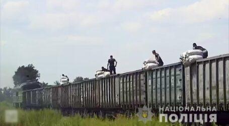 На Дніпропетровщині затримали злочинну групу, яка обкрадала вантажні потяги