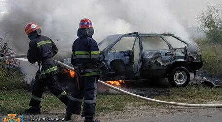 У Кам'янському районі на ходу загорілася автівка