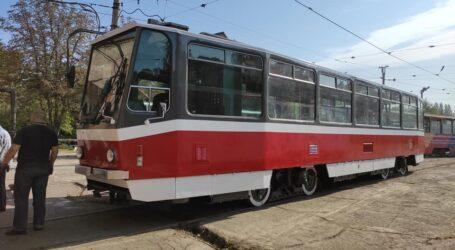 В Кам'янське привезли ще один трамвай з Чехії