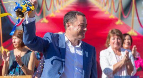 Міський голова Кам'янського привітав учнів, педагогів та батьків з Днем знань