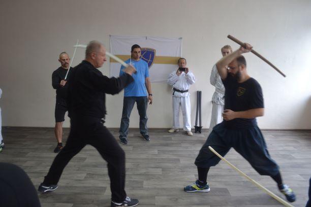 Козачому фехтуванню вчились бійці на семінарі в Кам'янському