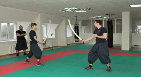 Навчитись битись на шаблях пропонують мешканцям Кам'янського